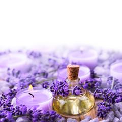 Obraz na płótnie Canvas Lavendel  -  Lavendelöl und Duftkerze