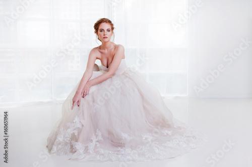 Fotografija Portrait of a beautiful girl in a wedding dress