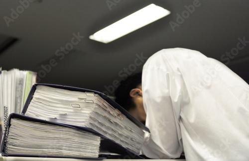 Fotografia, Obraz  Businessman working late in office
