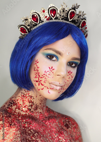 Poster Gypsy Young girl model in the art make-up like princess in a crown from fairytail looking at camera with blue hair