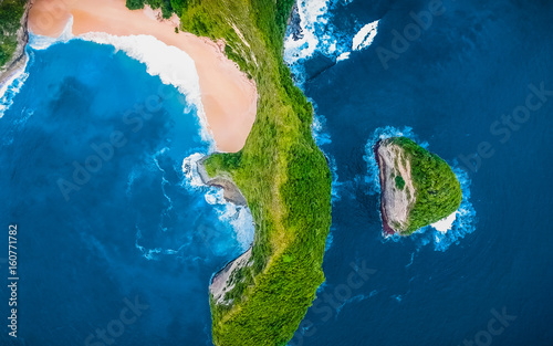 Photo sur Aluminium Iles Canaries View from Above. Aerial Tropical Blue Background. Tropical Top View. Crystal clean Sea Water. Aerial shot. Paradise Tropical Beach Background. Panoramic Aerial View. Beautiful Blue Lagoon, Beach Bay