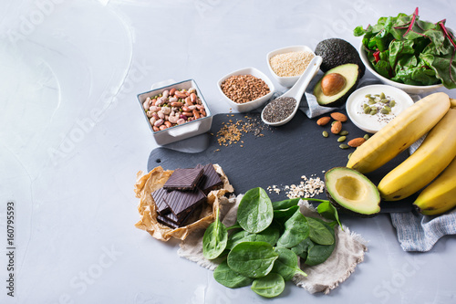 La pose en embrasure Assortiment Assortment of healthy high magnesium sources food