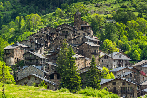 Photo SDry stone village on step hill in Andorra