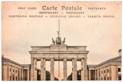 brandenburg-brama-w-berlin-niemcy-kolaz-na-sepiowym-rocznika-pocztowki-tle
