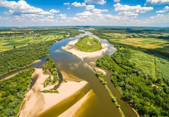 Panel SzklanyWyspa na rzece. Rzeka Wisła i Krowia wyspa widziane z powietrza.