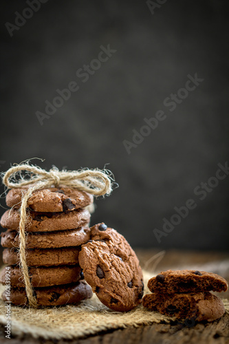 Keuken foto achterwand Koekjes Still life of Close up stacked chocolate chip cookies on napkin with rustic background