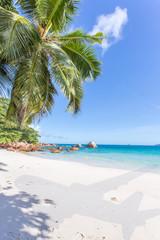 ombre d'avion sur plage d'anse Lazio, Praslin, Seychelles