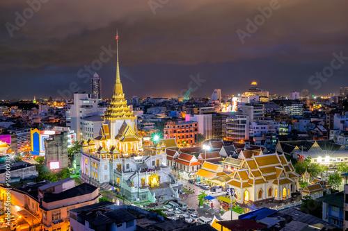 In de dag Bangkok Sunset sence of Wat Traimit Witthayaram Worawihan