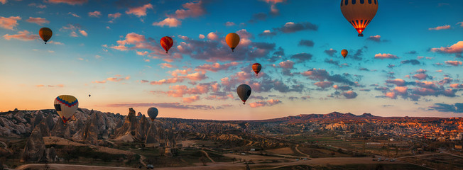 Fototapeta Sunrise and flying hot air balloons over the valley Cappadocia, Turkey.