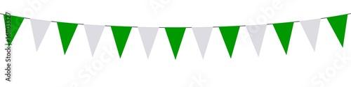 Obraz Guirlande, fanions verts et blancs - fototapety do salonu