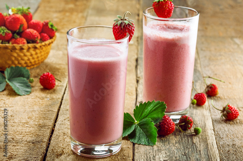 Staande foto Milkshake Delicious fruit milkshake made of fresh ripe strawberry and milk. Diet drink for healthy breakfast.
