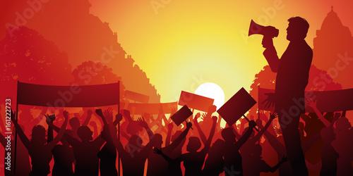 Photo manifestation - grève - conflit social - porte-voix -mégaphone - lutte - travail