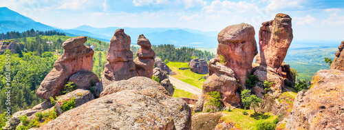 Montage in der Fensternische Cappuccino Banner nature gem background with Belogradchik cliff rocks near ancient Kaleto, Bulgaria