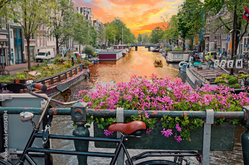 Fototapeta City scenic in Amsterdam the Netherlands at the Prinsengracht obraz na płótnie