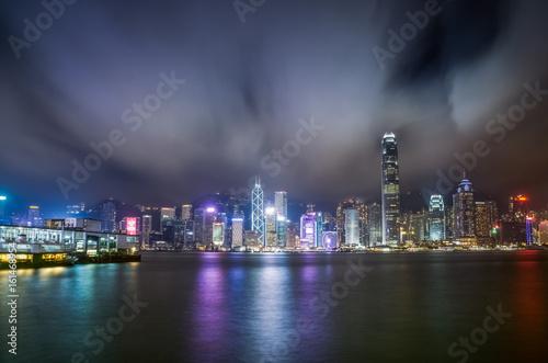 panoramiczny-widok-z-portu-victoria-na-miasto-hong-kong