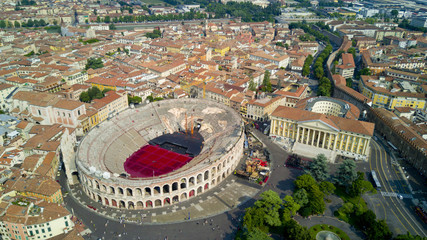 FototapetaAerial video shooting with drone of Verona, city on the Adige river in Veneto famous for Romeo and Juliet a Shakespeare's play, has been awarded World Heritage Site status by UNESCO