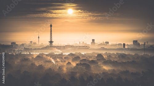 Berliner Skyline am Morgen - Sonnenaufgang in Berlin Canvas Print