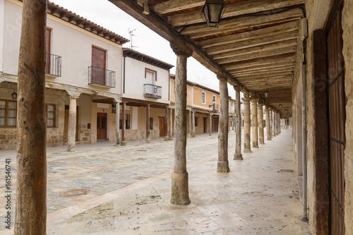 Soportales en la Calle principal de la localidad de Ampudia en Palencia España