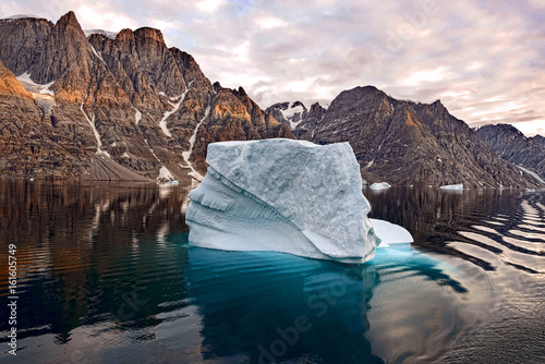 Photo Stands Arctic Iceberg in Greenland