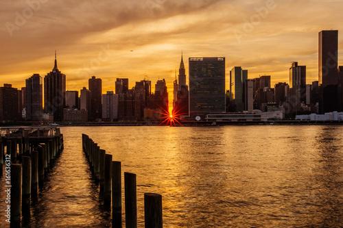 Foto op Canvas Brooklyn Bridge Sunset Manhattanhenge at Midtown Manhattan Skyline, New York United States