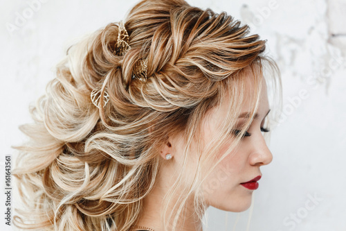 Staande foto Kapsalon Beautiful woman with dyed hair with Evening hairstyle Greek braid