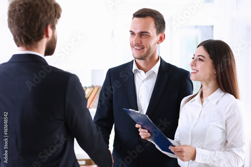 Fotografía  Arab businessman and his translator welcome business partner and says hello