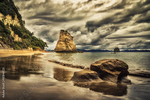 Montage in der Fensternische Cathedral Cove Sphinx Rock, Cathedral Cove, New Zealand