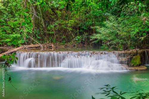 Cadres-photo bureau Campagne Beautiful water stream of waterfall