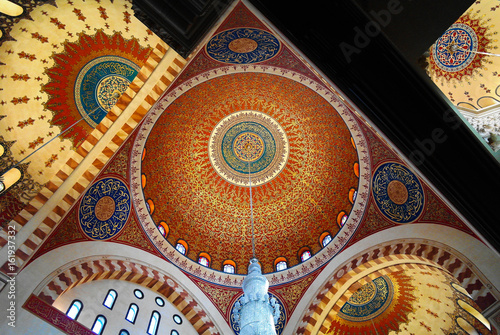 Fotografia  Interior view to mosaic ceiling of Mohammad Al-Amin Mosque in Beirut, Lebanon