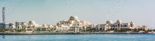 Foto op Plexiglas Abu Dhabi Panoramic view of United Arab Emirates (UAE) Presidential Palace in Abu Dhabi