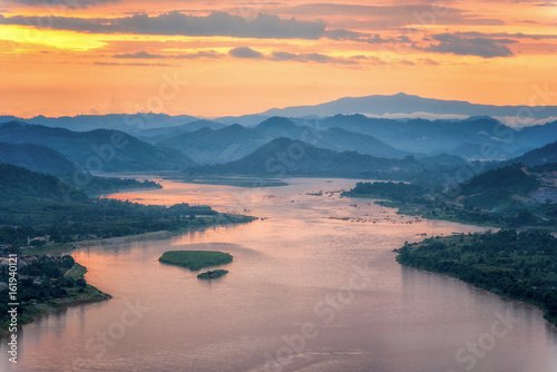 Obraz Sunset behind hill and Mekong river view at Nong Khai - fototapety do salonu