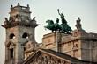 Skulpturen und Quadriga auf dem Dach des Ethnografischen Museums