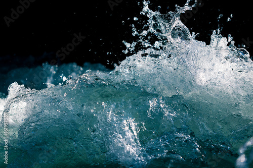 Autocollant pour porte Eau Splash of stormy water in the ocean on a black background