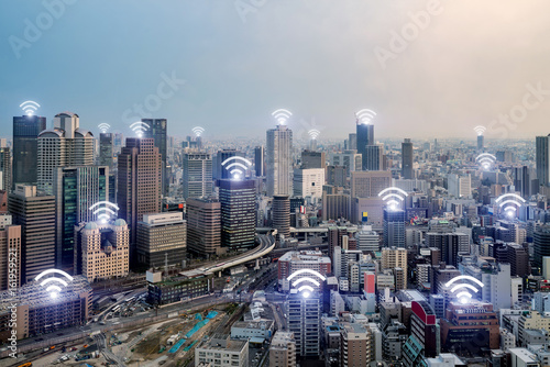 Plakat Ikona WiFi i miasto Osaka z bezprzewodowym połączeniem sieciowym. Inteligentne miasto Osaka i sieć komunikacji bezprzewodowej, obraz abstrakcyjny, internet rzeczy.