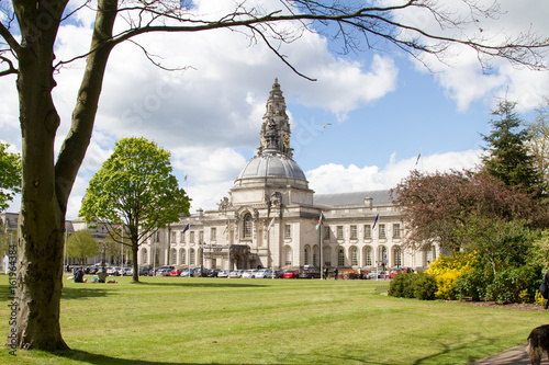 Photo CARDIFF, WALES, UK - APRIL 25 2017: Formal gardens outside City Hall, in Cardiff