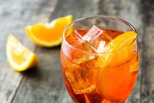 Aperol Spritz Cocktail In Glas...