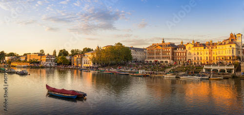 Richmond Riverside on a Summers Evening, London, UK Fototapet