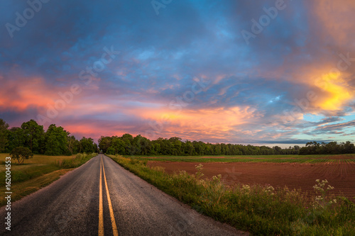 Beautiful sky with country road Fototapet