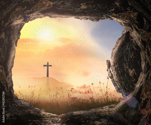Photographie Resurrection of Jesus Christ concept: Tomb empty with cross at autumn sunrise ba