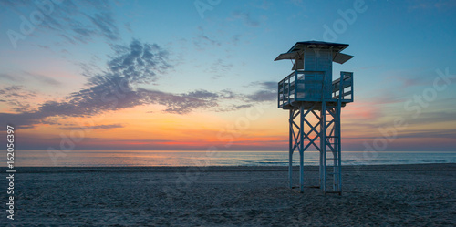 Canvas Print Sunrise over sea and sandy beach in spring