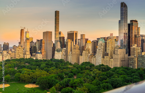 Fotografía View of Central Park South with New York City skyline in the background
