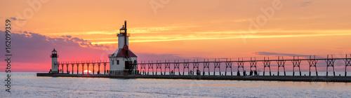 Montage in der Fensternische Leuchtturm St. Joseph Lighthouses Sunset Panorama - Lake Michigan Coast at St. Joseph, Michigan