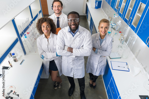 Fotografía  African American Scientist With Group Of Researchers In Modern Laboratory Happy