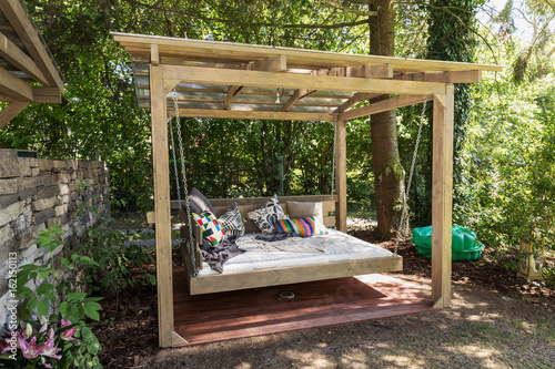 Fotografia  Rocking bed pergola. Garden bed with pillows