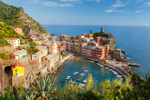 Tuinposter Liguria Vernazza. Ancient Italian village on the Mediterranean coast.