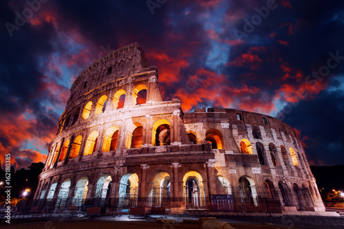 Photo sur Aluminium Rome Colosseum in Rome at night. Italy, Europe