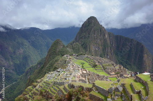 Spoed Foto op Canvas Zuid-Amerika land The famous view of Machu Picchu