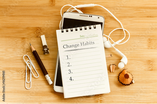 Fotografia Hand written  Change habits message notepad with the  pencil  on wooden table fo