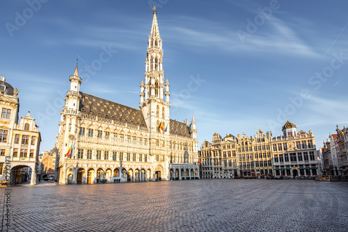 Tuinposter Brussel Morning view on the city hall at the Grand place central square in the old town of Brussels during the sunny weather in Belgium
