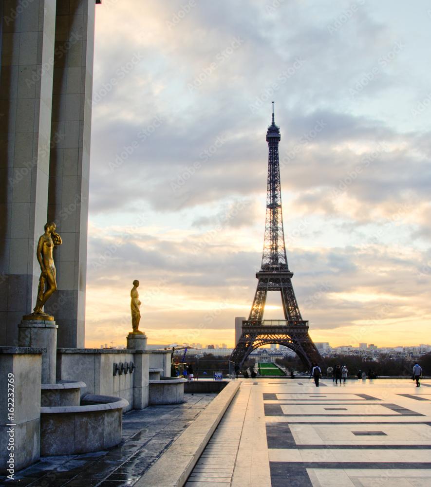 Paris eifelturm bei Sonnenuntergang